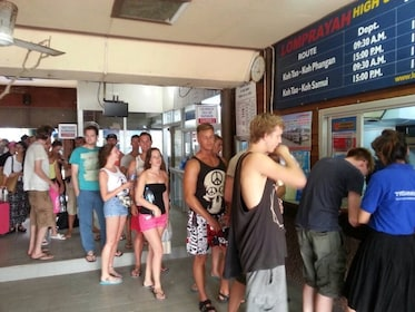 Guests purchasing tickets to go to Koh Lanta by Lomprayah High Speed Catamaran, Coach and Minivan
