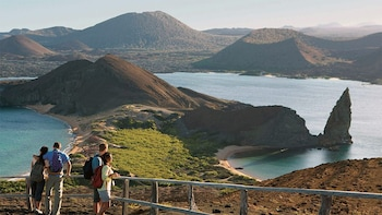 6-Day Hotel-Based Galapagos: Santa Cruz + Navigable Islands