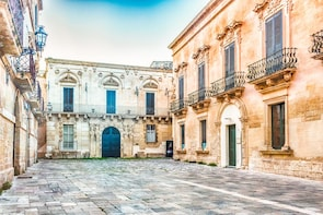 Best of Lecce walking Tour: History, Tradition & Anecdotes