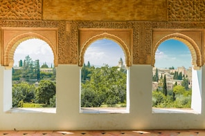Alhambra Guided Tour from Málaga & Costa del Sol