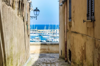 View through alley of pier in Italy
