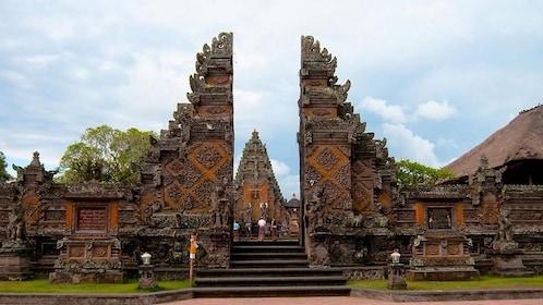 Batuan Village Temple.jpg