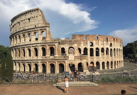 Rome: Skip-the-line Colosseum Guided Tour in Small Group