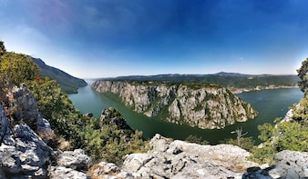 Along the Danube : Golubac Fortress & Iron Gate Gorge tour