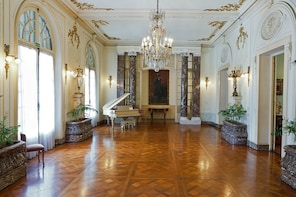 Guided tour of Taranco Palace