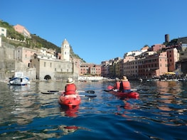 Relaxing Cinque Terre Sunset Kayak + Wine Tour and Aperitivo