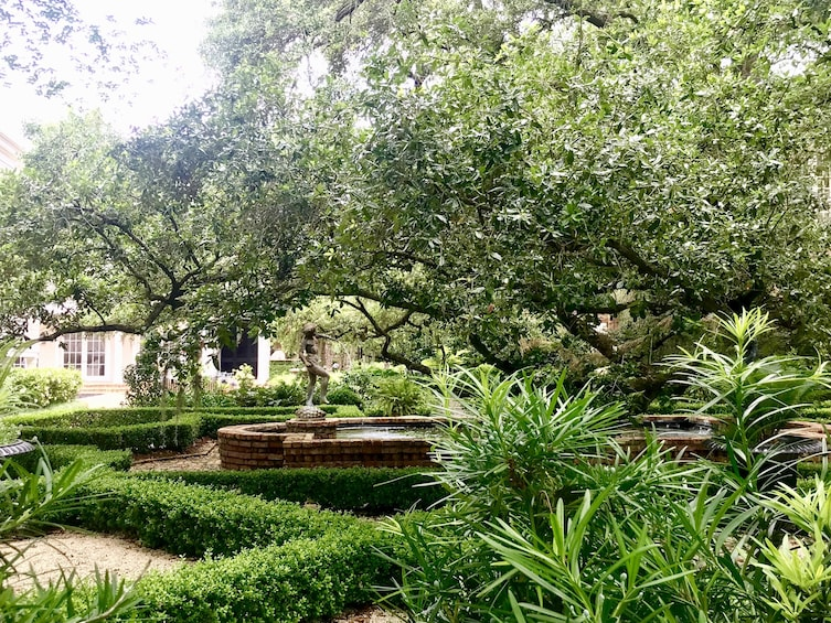 Gracious Garden District Tour