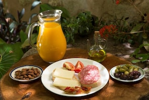 Visit and oil tasting in the oldest oil mill in Mallorca