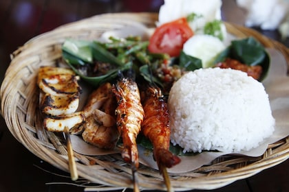 Food, seafood, satay, rice, Bali_shutterstock_101553994 SR.jpg