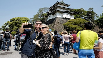 Tokyo Imperial Palace Highlight with National Licensed Guide