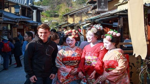 Gion Evening Highlights Tour with National Licensed Guide