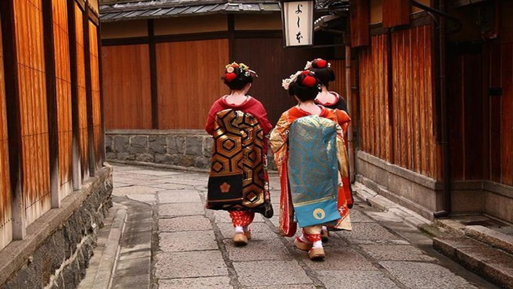 Show item 2 of 10. Gion Evening Highlights Tour with National Licensed Guide