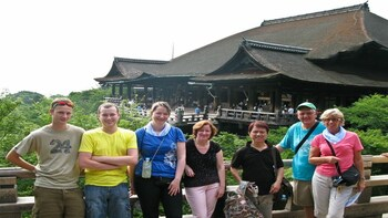 Kiyomizu-dera Temple Highlights with National Licensed Guide