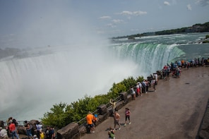 Bus Tour of Niagara Falls including Hornblower from Toronto