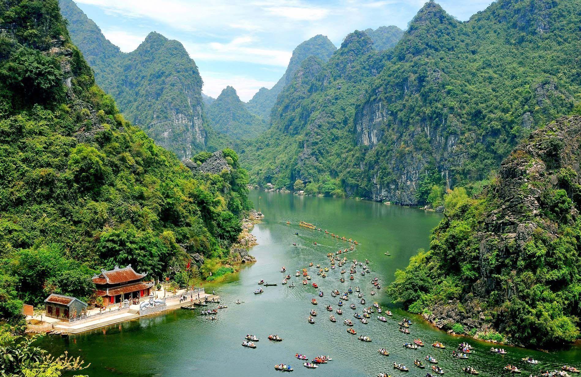 Luxury Ninh Binh - Trang An - Bich Dong Day Tour from Hanoi