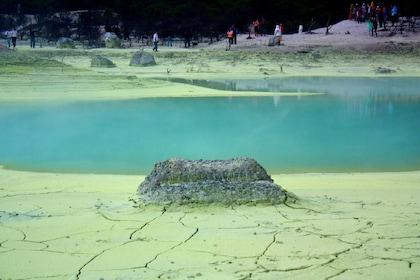 DSC00486_Java_West_Kawah_Putih_Crater_White_Crater_Bandung_South_(6288349461).jpg