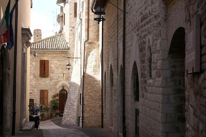 Narrow street in Orvieto, Italy