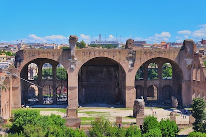 Colosseum and Ancient Rome English Tour: Fast Track Entry