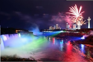 Niagara Falls Day & Night Tour - Cruise & Dinner (Optional)