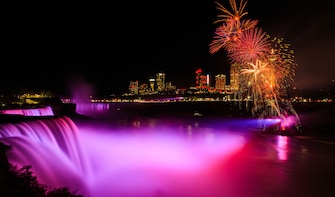 Niagara Falls Day and Night Tour with Boat Ride from Toronto