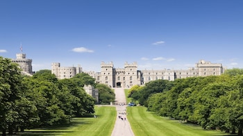 Discover Windsor, Bath and Stonehenge Tour from London