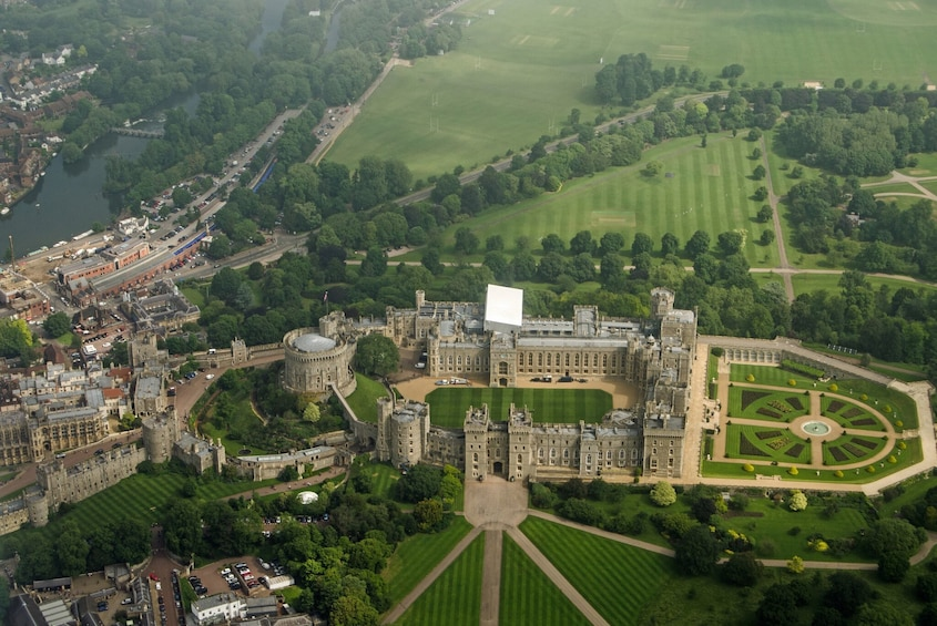 Show item 3 of 10. Discover Windsor, Bath and Stonehenge Tour from London