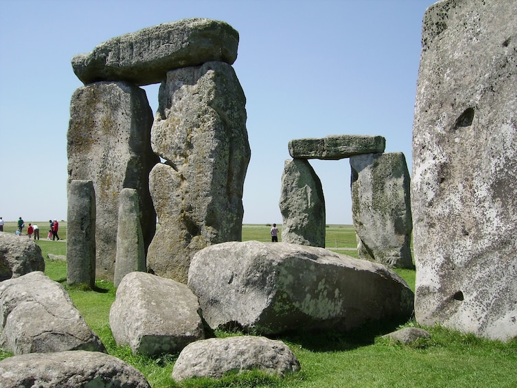 Show item 2 of 10. Discover Windsor, Bath and Stonehenge Tour from London