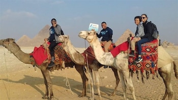 Tour Giza Pyramids and Camel Ride
