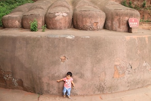 Full-Day Chengdu Giant Panda & Leshan Giant Buddha Day Tour