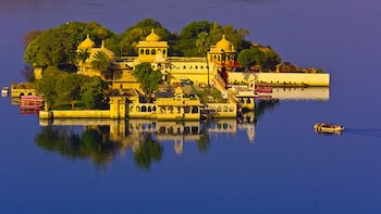 Golden Triangle Tour with Udaipur from Delhi