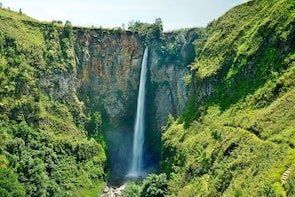Medan Private Tour to Highlands of Berastagi and Waterfall