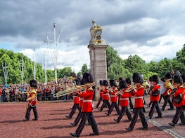 Changing of the Guard at Buckingham Palace Semi-Private Tour
