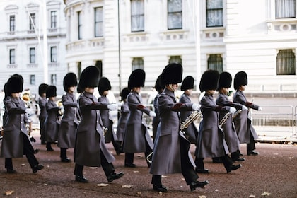 Changing of the Guard at Buckingham Palace Guided Walking Tour London Semi-Private Tour Private Tour Babylon Tours15.JPG