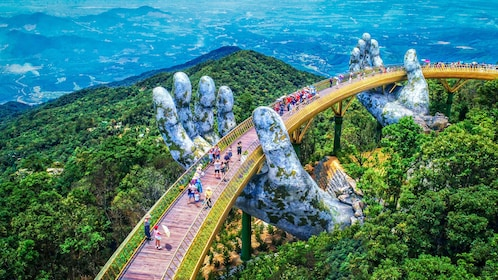 BA NA HILLS WITH GOLDEN BRIDGE DAY TOUR