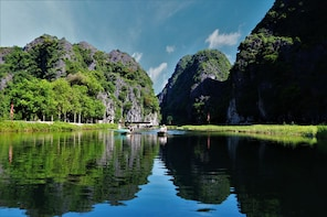 Ninh Binh, Hoa Lu, Tam Coc luxury day tour - max 09 guests