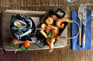 Craft Beer & Seafood Trail with a Local