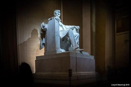 Lincoln Memorial Statue.jpg