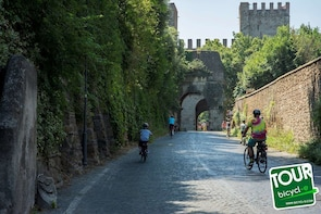 Tour of Appia Antica, Catacombs and Aqueducts # 3h or 5h