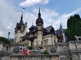 Private Day Trip to Peles Castle Dracula's Castle and Brasov