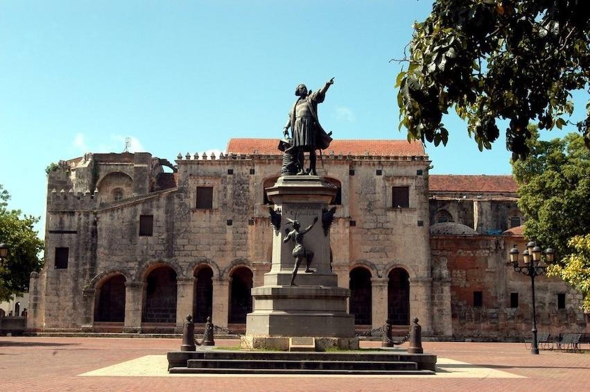 Statue in Columbus Park in Santo Domingo
