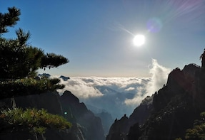 Huangshan Mountain Private Tour with Round-Trip Cable Car