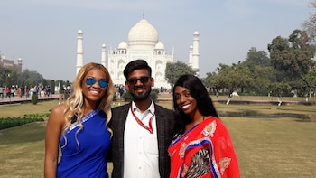 Taj Mahal Sunrise and Agra Sightseeing Tour From Delhi