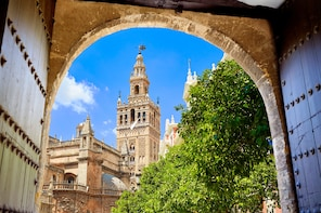 Combo of Seville: Cathedral, Alcazar and Giralda with Ticket