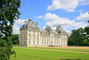Royal Loire Valley: Blois, Cheverny, Chambord & Wines