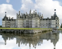 Royal Loire Valley: Blois, Cheverny, Chambord & Wines LVT-D1