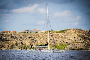Sailing and snorkelling along the Curacao coast