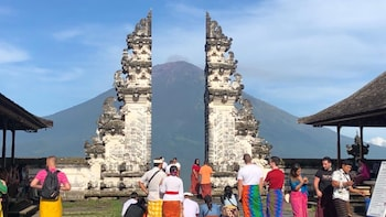 Private Gate of Heaven and East of Bali Tour