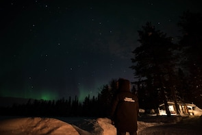 Best Of Lapland:Sauna, Ice swimming, Dinner & Aurora hunting