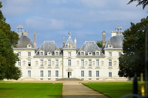 LOIRE VALLEY CASTLES by train - Day trip from PARIS