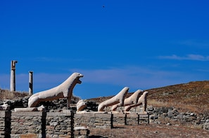 Superior Yacht Cruise to Rhenia Islet & Guided Tour of Delos